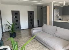 Участок в с. Лески 11 соток в застроенном районе, огорожен забором