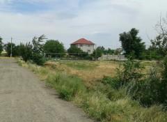 Участок с ветхим строением в селе Светлое